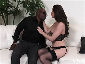 uber-sexy Casey Calvert taking her lessons in her hatch