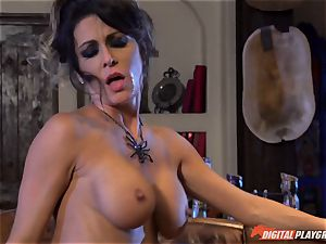 Halloween exclusive with gorgeous Jessica Jaymes gobbling her prize