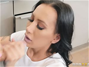 Amia Miley romped in her beaver lips
