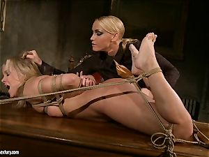 Kathia Nobili like to pinched down her slave with faux-cock