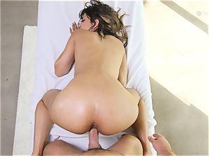 Sophia Leone gets her fuckbox broke in by big hard-on