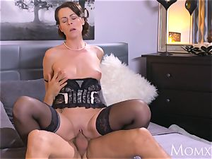 mother Mature Housewife in tights spraying fellatio