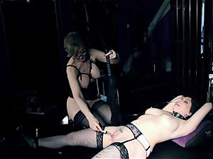 domme Nina Hartley tortures Kiki Daire's wet clittie