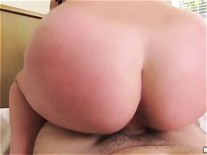 buxom babe Brooke Wylde likes to ravage point of view