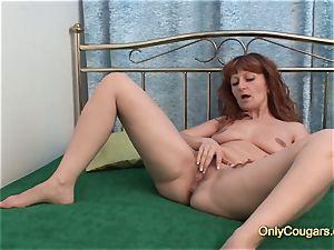 redhead cougar getting off with hefty dildo