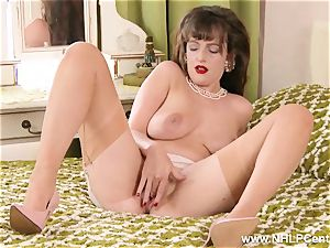 brunette strips down to infrequent retro nylons thumbs muff