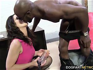 Sarah Shevon loves anal invasion hookup with gigantic black cock