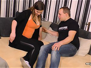 Hausfrau Ficken - dark haired German plus-size cheats on husband