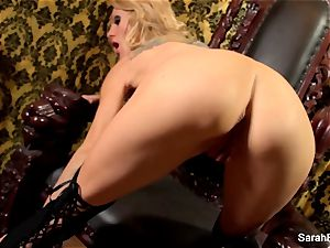 big-boobed light-haired Sarah Jessie plays with her fuckbox