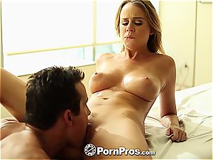 Alexis Adams uses her kinks and cunny