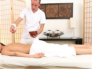 Riley Reid luvs some extras at her massage