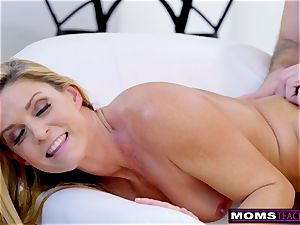 cuckold wifey Plays With StepSons large penis S7:E10