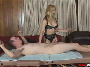 client Shocks To witness The luxurious blond masseur