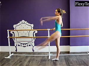 Fiatal chick ballerina