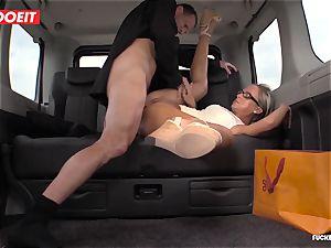 Czech customer Vinna Reed gets pummeled in cab