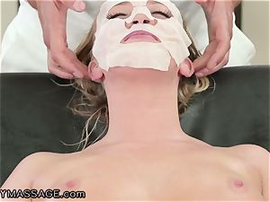 FantasyMassage Bailey Brooke On Top of masseurs schlong!