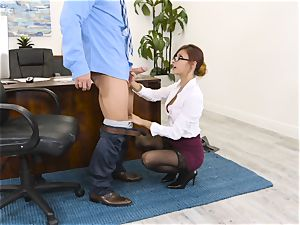 chief Jade Jantzen deep throats and bangs a ample dicked worker