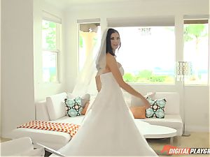 Jasmine Jae is one scorching bride