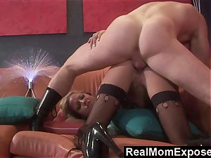 RealMomExposed wild cougar Gets slammed and