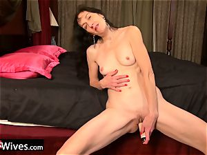 USAwives Solo Mature Penny Jones fucktoy getting off