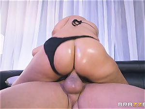 Bridgette B jammed in her cock-squeezing ass