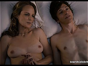 Heavenly Helen Hunt has a smoothly-shaven vag for viewing