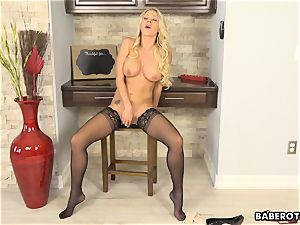 Solo blonde Katie Morgan drains frantically in 4K